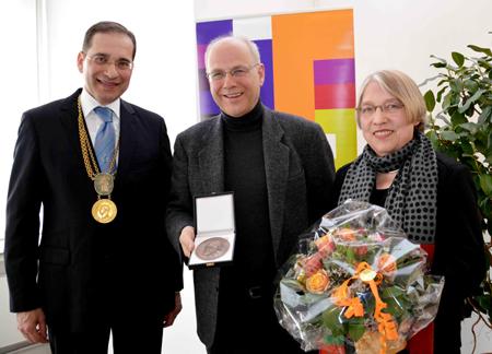 Klaus Mertes hat die Ferdinand-Tönnies-Medaille der Christian-Albrechts-Universität zu Kiel (CAU) erhalten