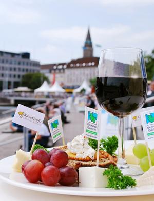 Käse trifft Wein – das Event für Genießer am Kieler Bootshafen