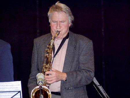 """Frühschoppen im Felder Seegarten – Kieler Jazzband """"rainerjazz"""" und der Saxophonlegende Stefan von Dobrzynski"""