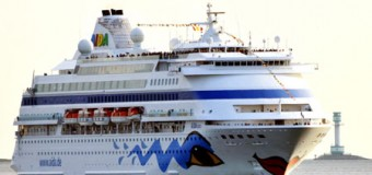 Kreuzfahrtsaison begann! AIDAcara macht auf dem Weg nach Kopenhagen in Kiel fest