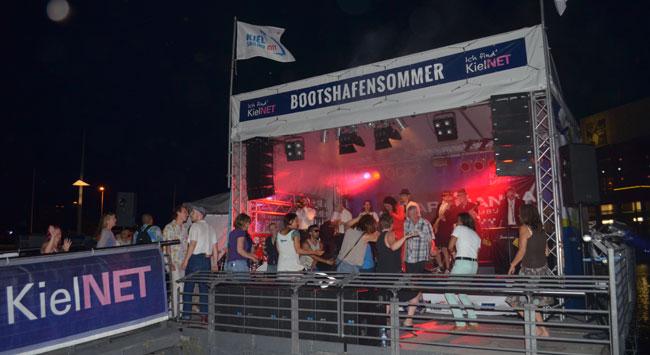 Erste Ü-60-Party Kiels und Weltpremieren-Liveübertragung beim KielNET Bootshafensommer