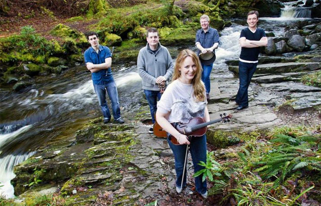 Kulturforum Kiel: Niamh Ní Charra Band – The high five of Irish music and dance