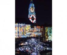 Der größte lebende Weihnachtsbaum aus Licht als Postkarte – kostenlos