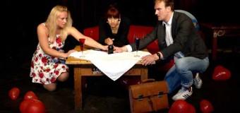 Weltpremiere in der Kieler Pumpe: Theaterensemble Wiederholungstäter mit neuem Bühnenstück