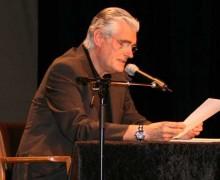 Schauspieler Sky Du Mont im Kieler Kulturforum – Steh ich jetzt unter Denkmalschutz