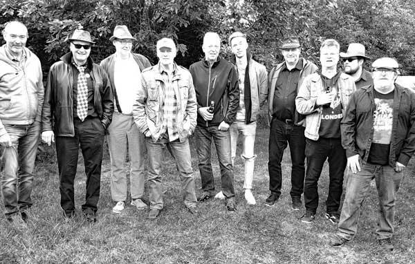 Sheep's E-Band und Bohemian Betyars live in der Kieler Räucherei
