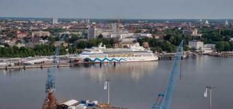 AIDAaura zum Start der Kieler Woche eingetroffen