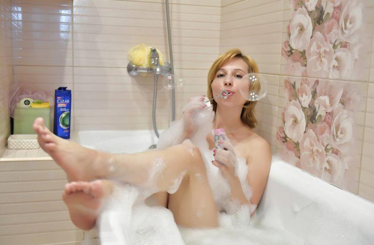Badezimmer günstig neugestalten: die Wohlfühloase realisieren